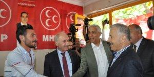 Bakan Arslan, MHP seçim bürosunu  ziyaret etti