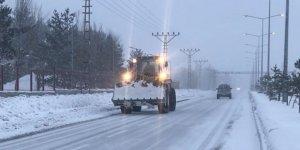 Sarıkamış'ta kar yağışı ve tipiden 24 köy yolu ulaşıma kapandı