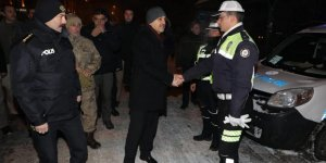 Kars'ta eksi 15 derece soğukta yılbaşı uygulaması