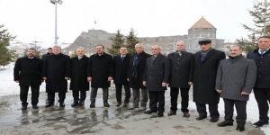Bakan Kasapoğlu, Harakani Türbesini ziyaret etti