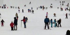 Ünlüler Sarıkamış Cıbıltepe Kayak Merkezi'ne akın etti