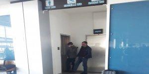 Kars Harakani Hava Limanı'nda tuvalet kuyruğu