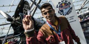 'Kâğıt uçak pilotları' Kars'ta hünerlerini sergiliyor