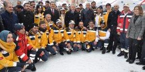 Kars'ta tam donanımlı 11 ambulans hizmete girdi