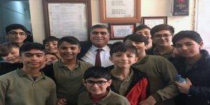 Eğitimci Başkan Adayına öğrencilerden büyük ilgi