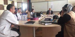 İYİ Parti Adayı Settar Kaya, okulları ziyaret etti