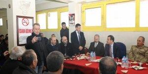 Vali Öksüz, Yenişehir Mahallesi'nde vatandaşlarla buluştu