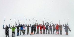 Karslı dağcılardan anlamlı yürüyüş