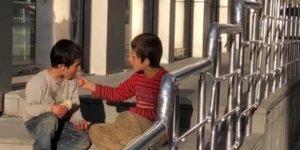 Sarıkamış'ta çocukların yemek paylaşımı duygulandırdı