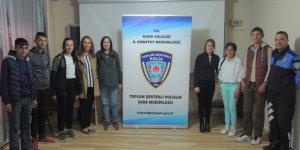 Kars'ta öğrencilerden vefa ziyareti