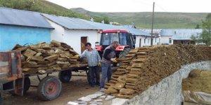 Kars'ta yaz ortasında tezek telaşı başladı