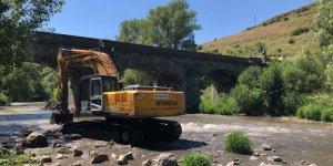 Tarihi Taş Köprünün onarımı yapılıyor
