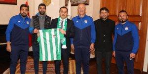Kars Valisi Türker Öksüz'ten Kars 36 Spor'a destek