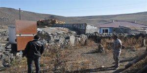 Kars'ta şehitlik bakımsızlıktan harabeye döndü