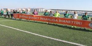 Kars 36 Spor oyuncuları kadına şiddete 'dur' dedi