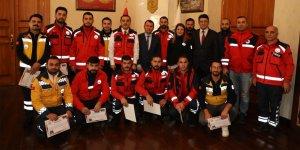 Kars'ta sınır ötesi operasyonlara katılan sağlık çalışanlarına teşekkür belgesi