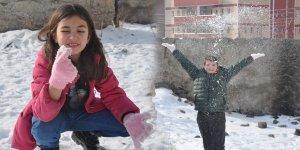 Mersinli öğrenciler Kars'ta ilk kez kar gördüler