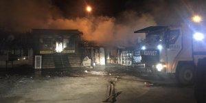 Kağızman'da çıkan yangında 6 iş yeri yandı