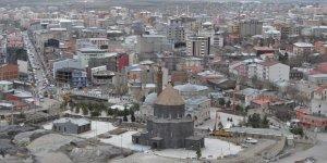 Kars'ta kiracı esnaflar, dükkan sahiplerini vicdanlı olmaya çağırıyor!