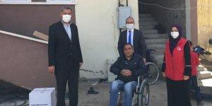Kars'ta engellilere tekerlekli sandalye verildi