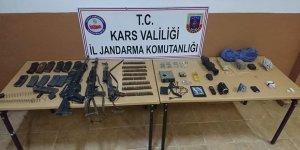 Öldürülen 3 teröriste ait silah ve mühimmatlar ele geçirildi