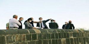 Vali Türker Öksüz, Kars Çayı Islahı Projesinin inşaatını inceledi