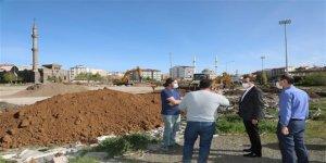 Gazi Kars, Millet Bahçesi ve Şehir Meydanına kavuşuyor