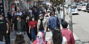 Kars'ta, bayram öncesi alışveriş yoğunluğu yaşandı