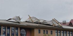 Kars'ta kuvvetli rüzgar maddi hasara yol açtı