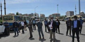 Kars'ta dolmuş esnafı seslerini duyurmak için protesto yaptı