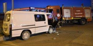 Kars'ta otomobil ile minibüs çarpıştı: 2 yaralı
