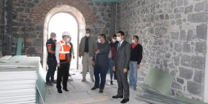 Vali Öksüz, Beylerbeyi Sarayında incelemelerde bulundu