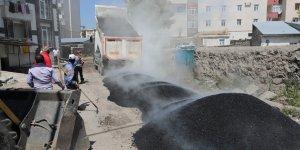 Kars Belediyesi asfalt ve yama çalışmalarına yoğunlaştı