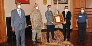 Malul Gazi Uğur Edizer'e Devlet Övünç Madalyası!
