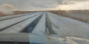 Kars'ta dolu yağışı beyaza bürüdü