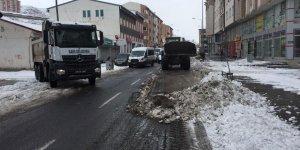 Kars Belediyesinden karla mücadele seferberliği…