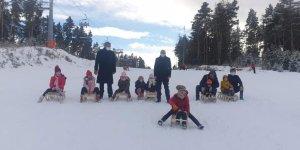 Milli Eğitim Bakanı Ziya Selçuk, Kars'taki çocuklara kızak gönderdi