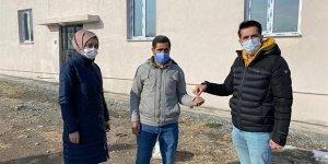 Heyelandan zarar gören ailelere yeni evleri teslim edildi