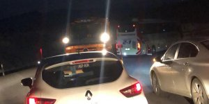 Hayvan yüklü kamyon devrildi, kara yolu trafiğe kapandı!