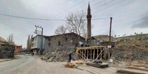 Tarihi Laçin Bey Cami tadilata alındı