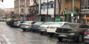Kars'a Nisan'da lapa lapa kar yağdı