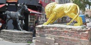 Kars'taki heykeller bakımsızlık ve ilgisizliğin kurbanı!