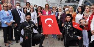 """CHP'li Nazlıaka, Kars'ta partisinin """"Yaşam Hak Projesi'ni tanıttı"""