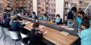 Bu kütüphanede çocuklar çok mutlu