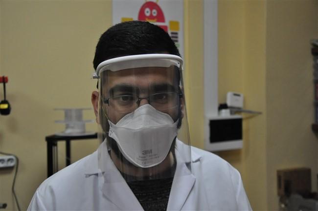 kars'ta-saglikcilara-ozel-maske-uretimi-basladi-(4).jpg