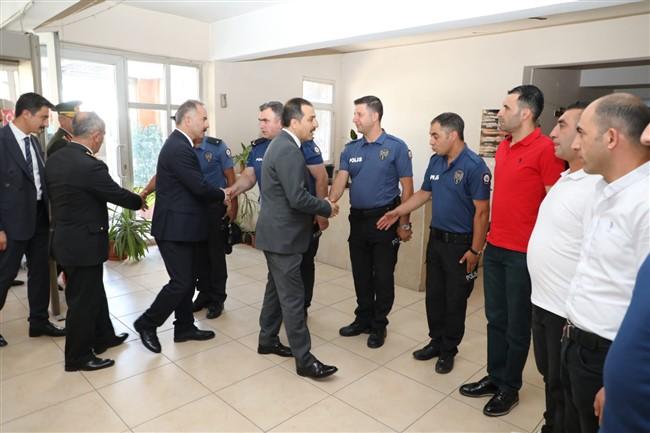 vali-oksuz'den-sehitlik-ve-polis-merkezi-ziyareti-(2).jpg